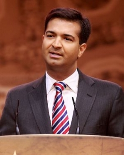 Carlos Curbelo speaking at the 2014 Conservative Political Action Caucus.